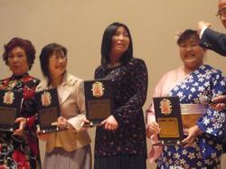 左から阿部美江さん、飯野さん、人見さん、 雅厚扇さん